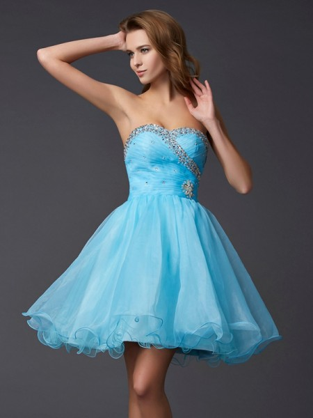 A-Line/Princess Sweetheart Beading Homecoming Dress with Tulle