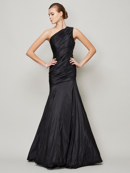 A-Line/Princess One-Shoulder Pleats Long Taffeta Bridesmaid Dress