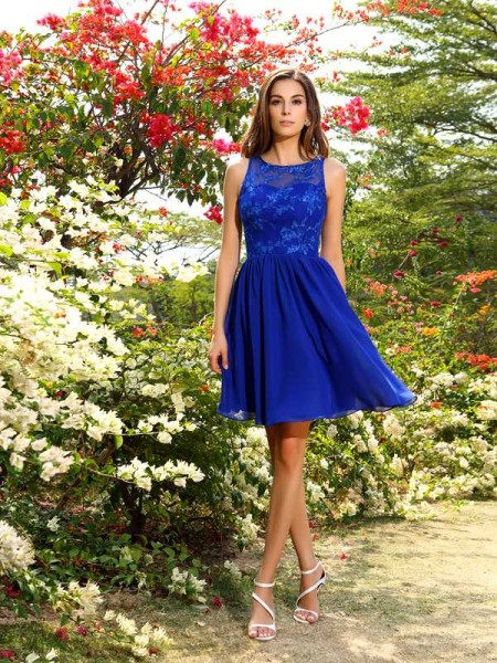 A-Line/Princess Bateau Applique Short Chiffon Bridesmaid Dress